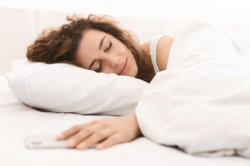 slapen met smartphone