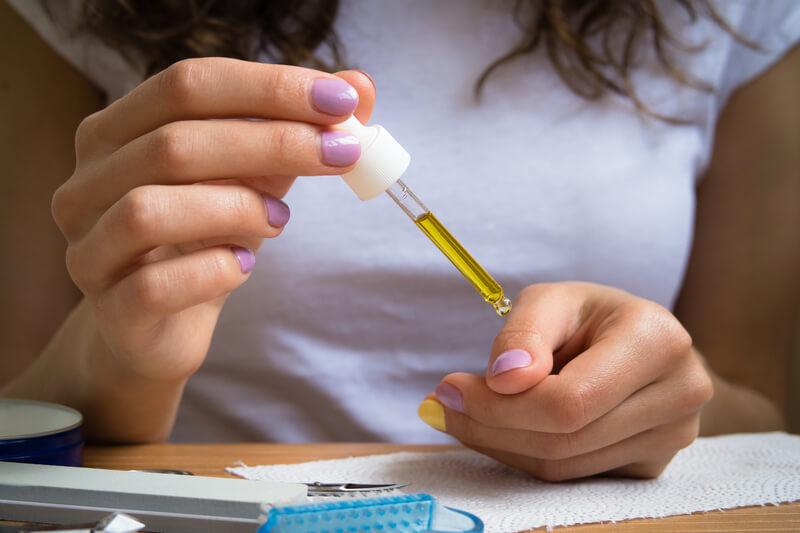 gescheurde en kapotte nagelriemen