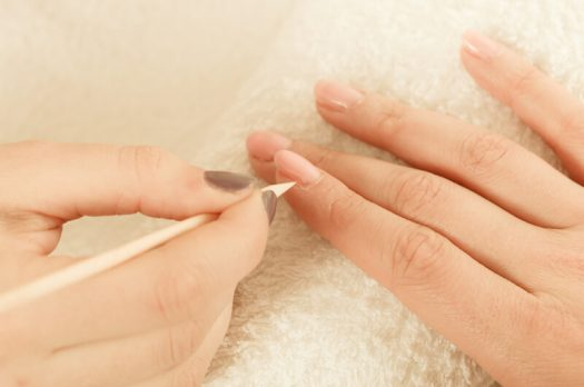 Zo kun je gescheurde en kapotte nagelriemen herstellen